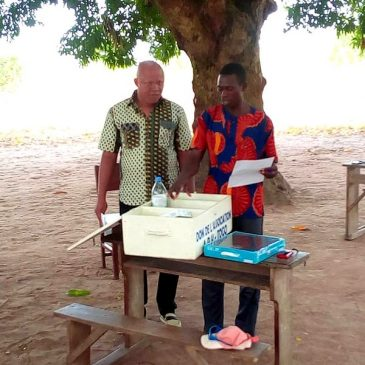 Don d'une boite à pharmacie au village de Woukpo