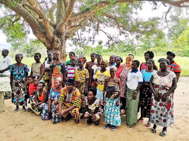 Villageoises avec le Président du Comité Villageois de Développement